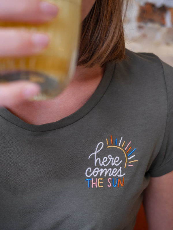 T-shirt Brodé Here Comes The Sun